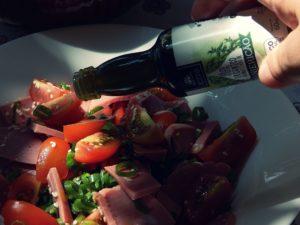 Salada vermelha com torradas aromáticas